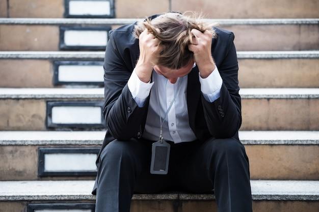 Choc d'homme d'affaires au chômage à cause de covid-19