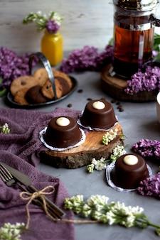 Chocolat et biscuits au thé noir