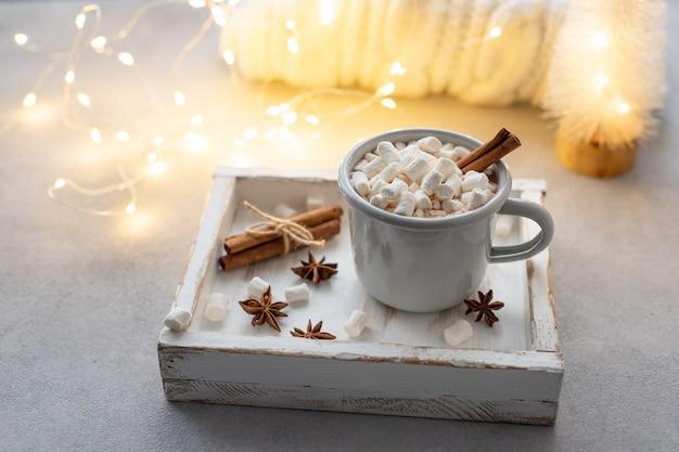 Chocolat chaud aux guimauves et épices