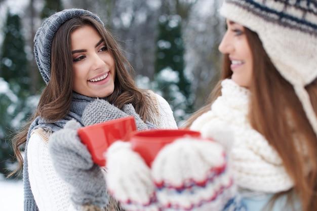 Le chocolat chaud en hiver a le meilleur goût avec vous