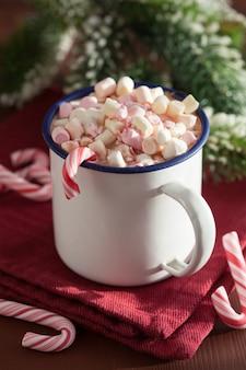Chocolat chaud avec mini canne à sucre guimauve