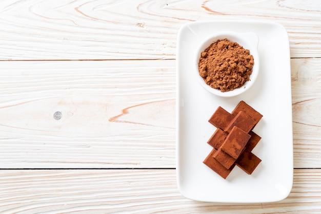 Chocolat frais et moelleux au cacao en poudre