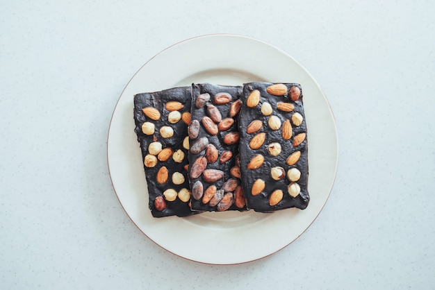 Chocolat gros plan sur un blanc