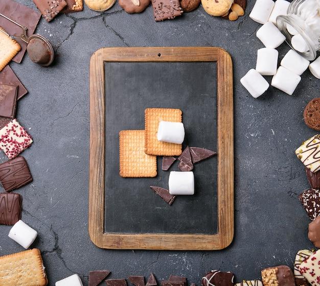Chocolat noir, guimauve, biscuits