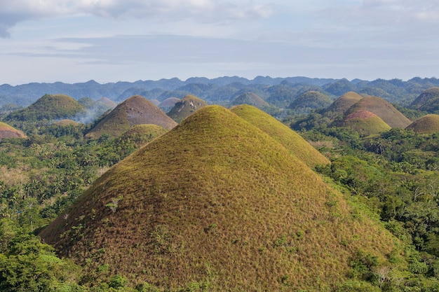 Chocolate hills, un monument naturel des philippines. concert de voyage et de nature