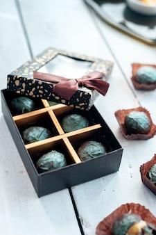 Chocolats artisanaux et truffes noisettes, fruits secs, limes, chocolat