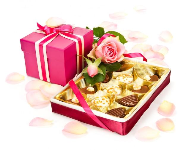 Chocolats saint valentin et un coffret cadeau
