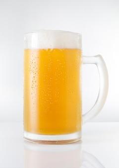 Chope de bière délicieuse et rafraîchissante