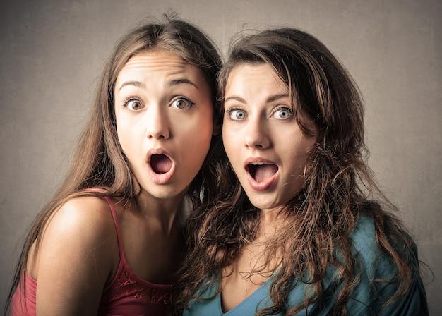 Choqué jeunes filles surprises