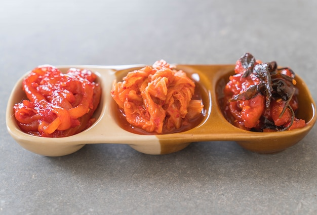 Chou chinois, calmars et radis kimchi