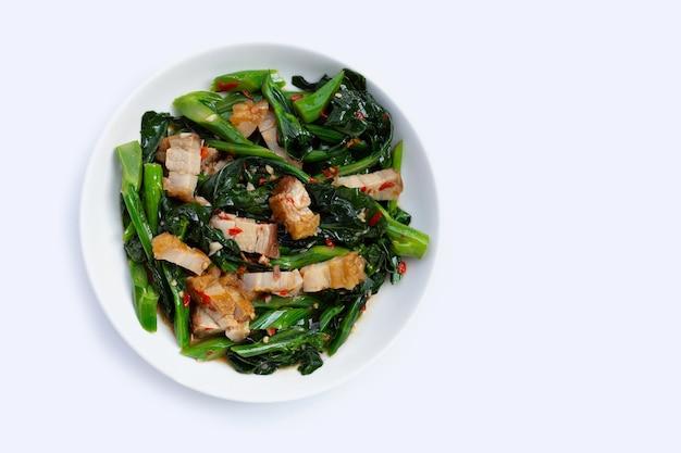 Chou chinois frit avec poitrine de porc croustillante