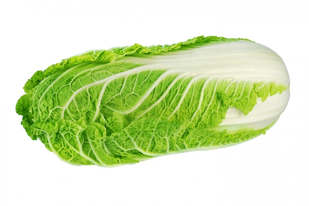 Chou chinois vert isolé sur blanc