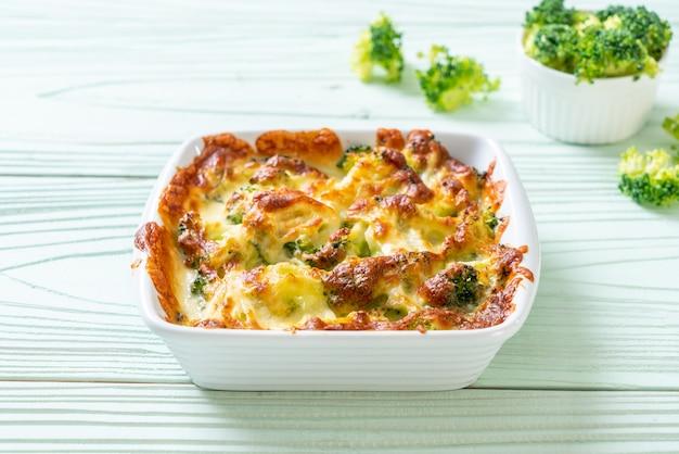 Chou-fleur et brocoli cuit au four avec du fromage