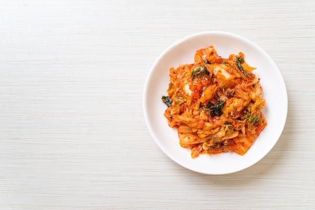 Chou kimchi sur assiette