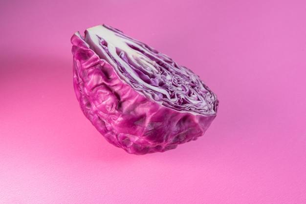 Chou violet sur la table