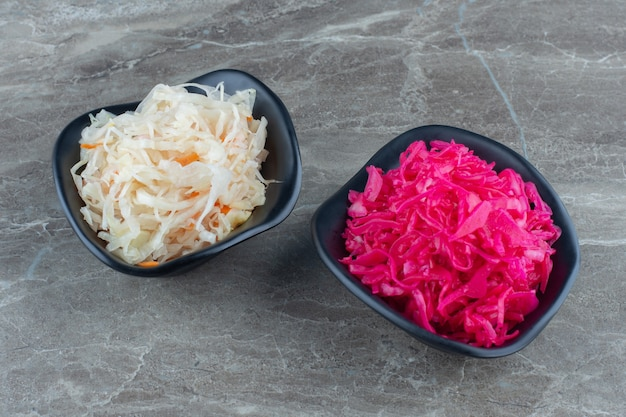 Choucroute maison à la carotte et salade de chou à la betterave .