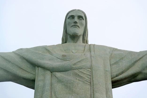 Christ rédempteur, statue en pierre stéatite de jésus christ sur le mont corcovado à rio de janeiro