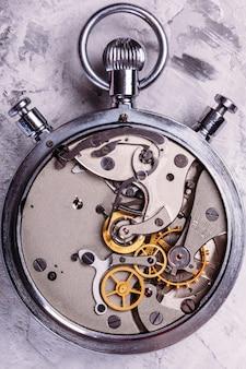 Chronomètre avec un couvercle ouvert. mécanisme