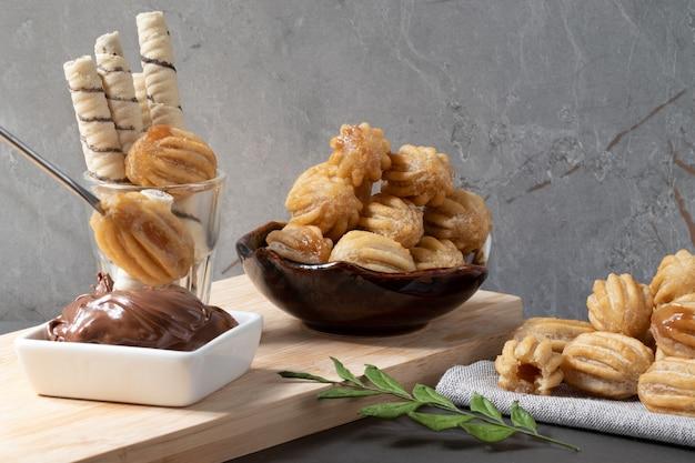 Churros farcis au dulce de leche et bâtonnets de gaufrette de composition chocolatée.