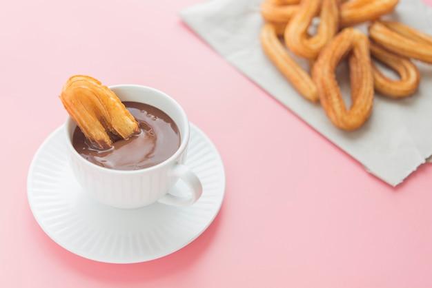 Churros avec petit déjeuner sucré au chocolat