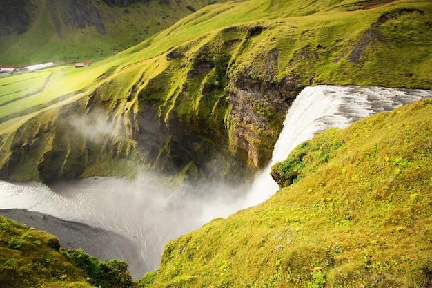 Chute d'eau de l'islande