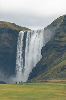 Chute d'eau de skogafoss, islande