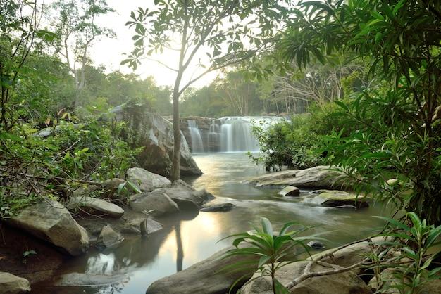Chute d'eau de wangyai, district de kantharalak, province de sisaket, thaïlande
