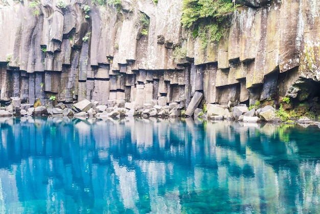 Chutes d'eau cheonjeyeon à jeju isaland