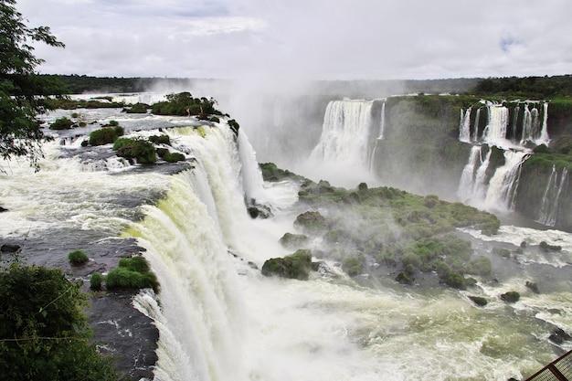 Chutes d'iguazu en argentine et au brésil