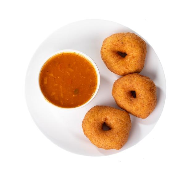 Chutney de noix de coco, sambar, vada et idli, petit déjeuner indien du sud