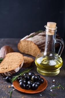 Ciabatta fraîche à l'huile d'olive et aux olives
