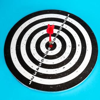 Cible avec une flèche au centre