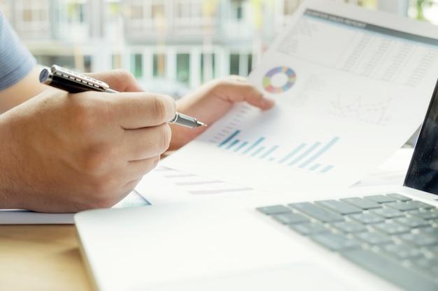 Cibles de fonds de bénéfices comptable de profits à la main