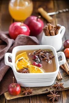 Cidre de pomme à la cannelle et à l'anis