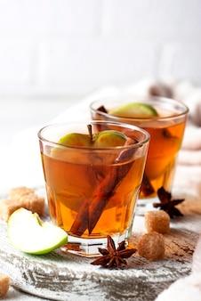 Cidre de pomme épicé, boisson d'automne