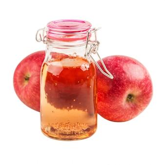 Cidre de pomme fait maison et fruits frais