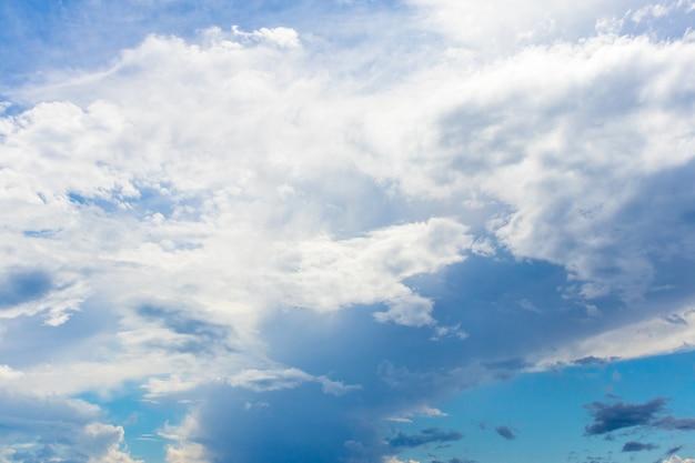 Le ciel avant la pluie. nuages avant l'orage.