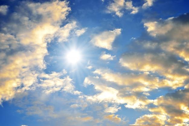 Ciel bleu au coucher du soleil