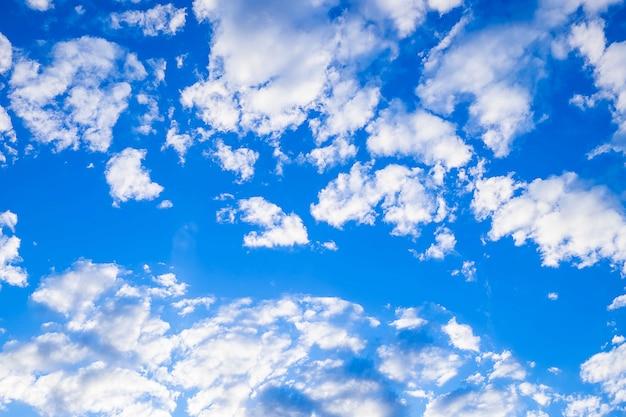 Ciel bleu et beaux nuages