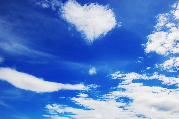 Ciel bleu avec belle.