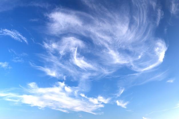 Ciel bleu cloludy
