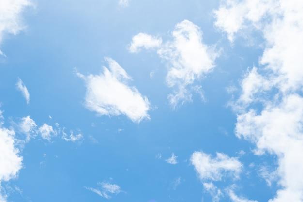 Ciel bleu avec fond de nuage
