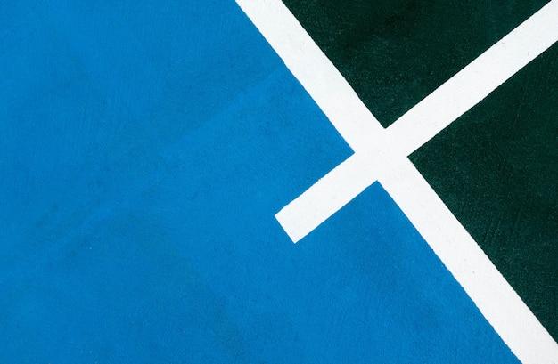 Ciel bleu avec ligne de champ vert