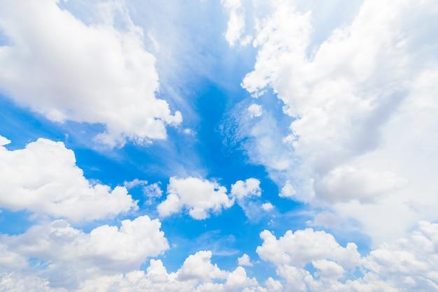 Ciel bleu avec nuage