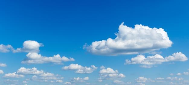 Ciel bleu, à, nuage