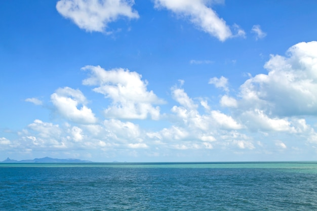 Ciel bleu avec nuages