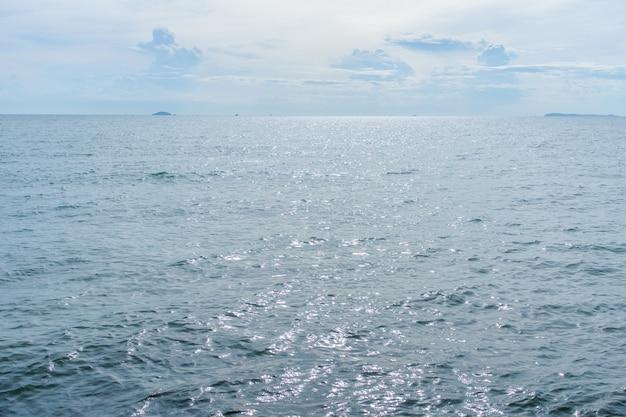 Ciel bleu et océan bleu en asie
