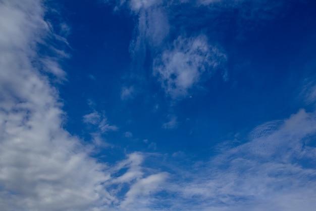 Ciel bleu vibrant