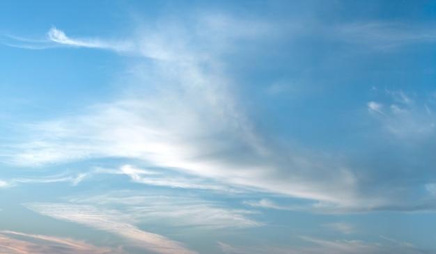 Ciel clair sur une journée d'été