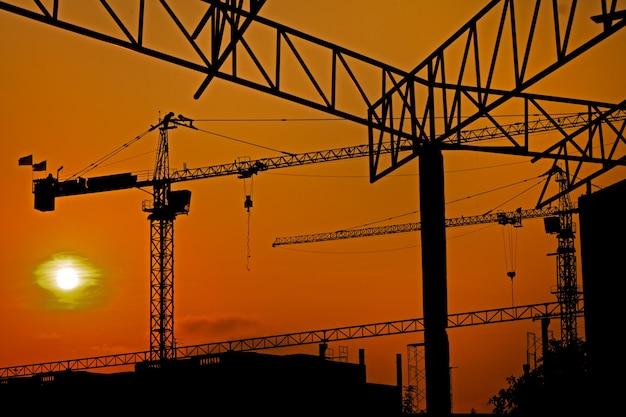 Ciel coloré au chantier de construction